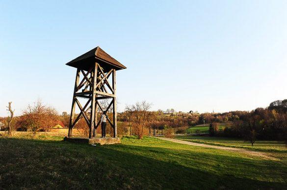 lesen stolp z zvonom