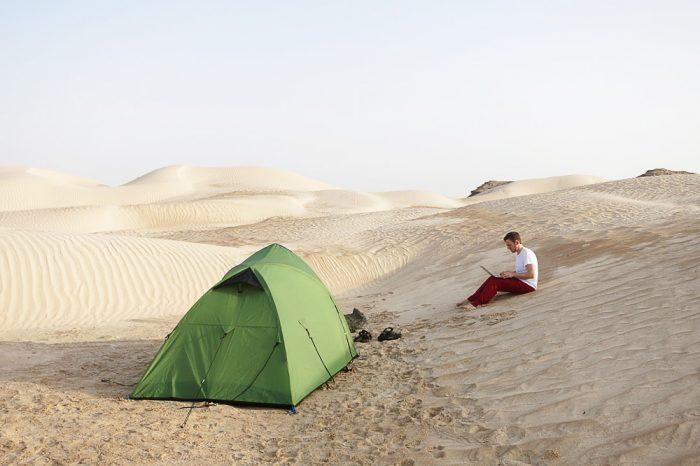 Kampiranje v Beli puščavi, Oman digital nomad