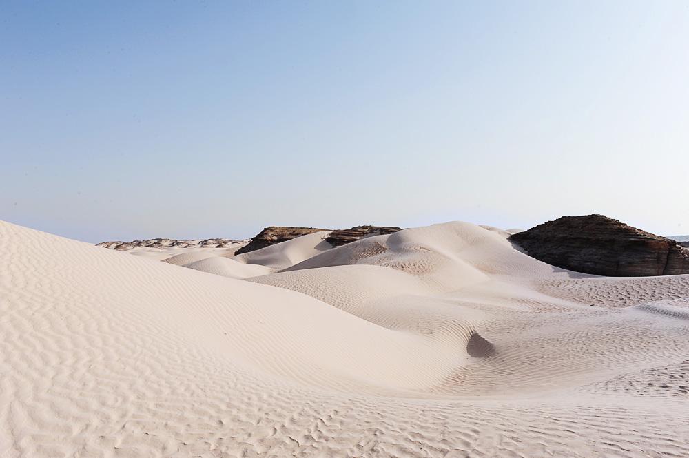 bela puščava Al Khaluf Dunes