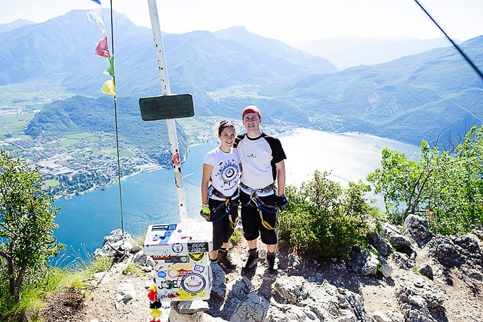 moški in ženska na vrhu gore Cima Capi