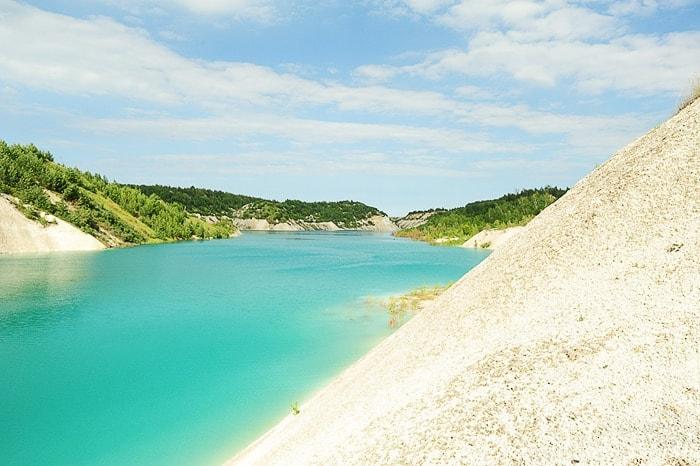 turkizno jezero in bele sipine
