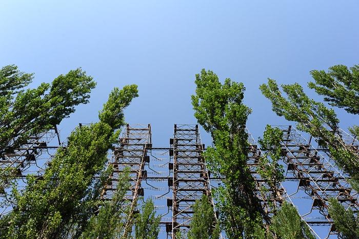 sovjetska antena v gozdu blizu Černobila