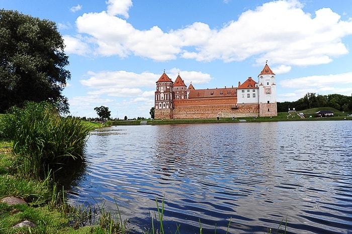 grad sredi jezera, grad Mir, Belorusija