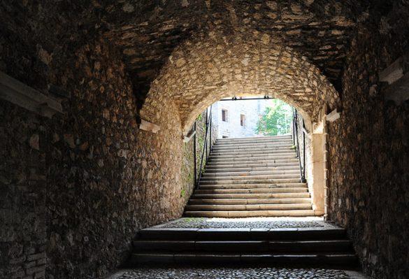 kamniti obok in stopniške