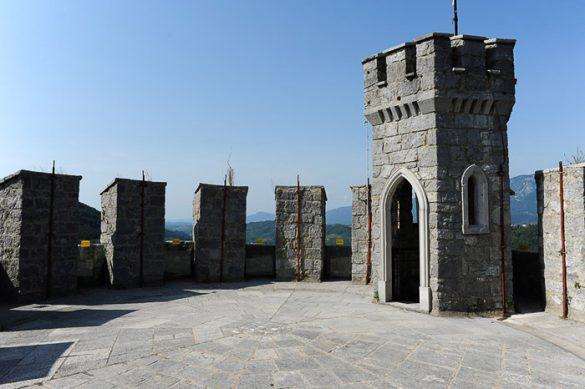 Na vrhu obrambnega stolpa