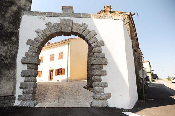 obokan vhod v mesto