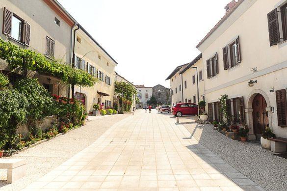 glavni trg vasi Vipavski Križ