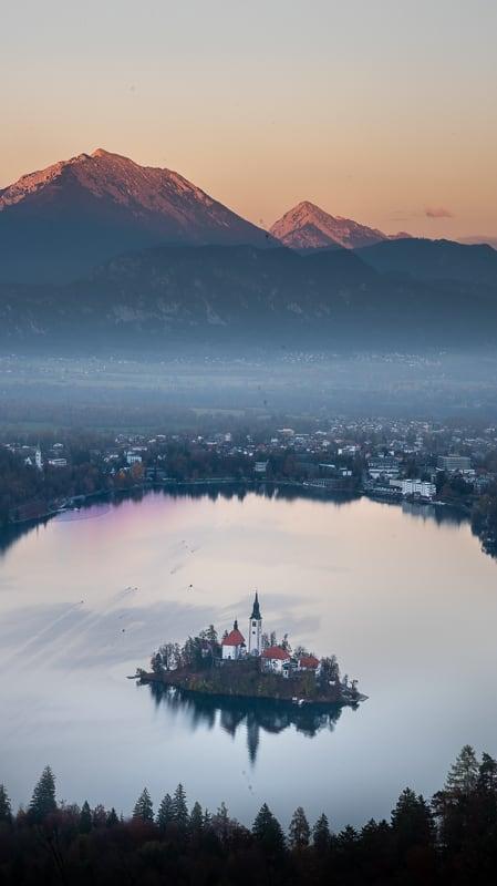 Bled: blejski otok s cerkvico sredi jezera
