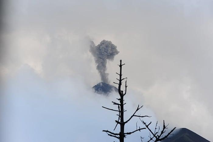 izbruh vulkana, fuego, gvatemala