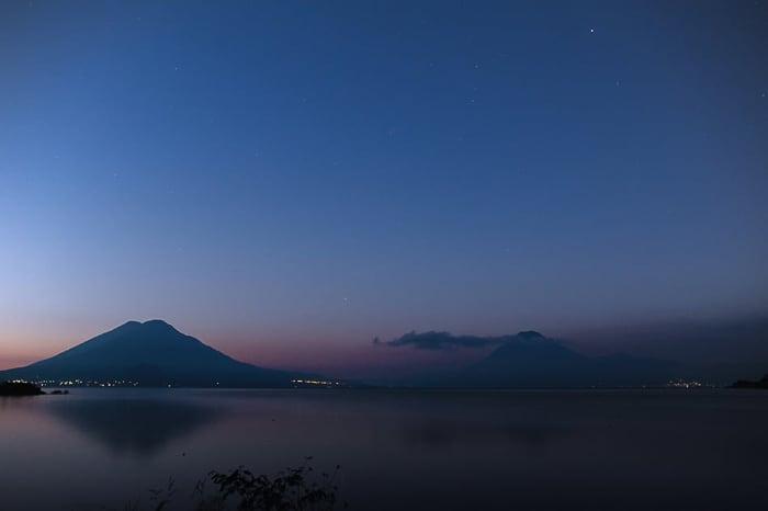 jezero Atitlan sončni vzhod