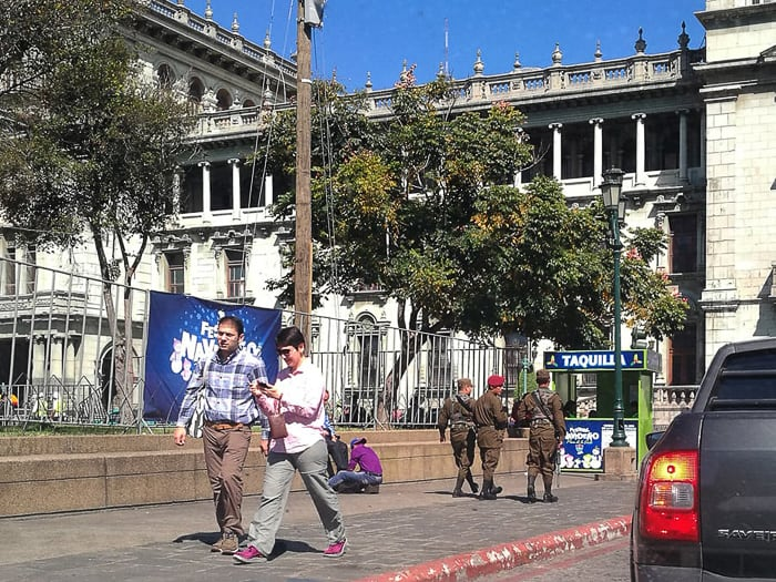vojska na cesti v Gvatemali