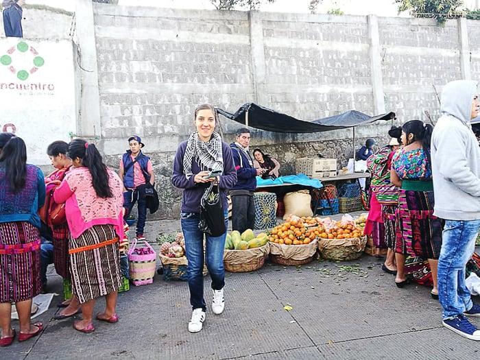 gringo ženska na tržnici v Gvatemali