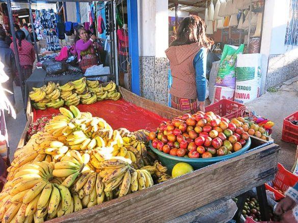 banane na tržnici v gvatemali