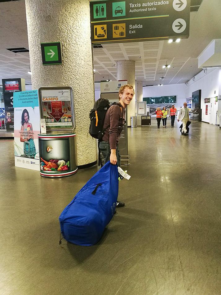 prevzem prtljage na letališču mexico city