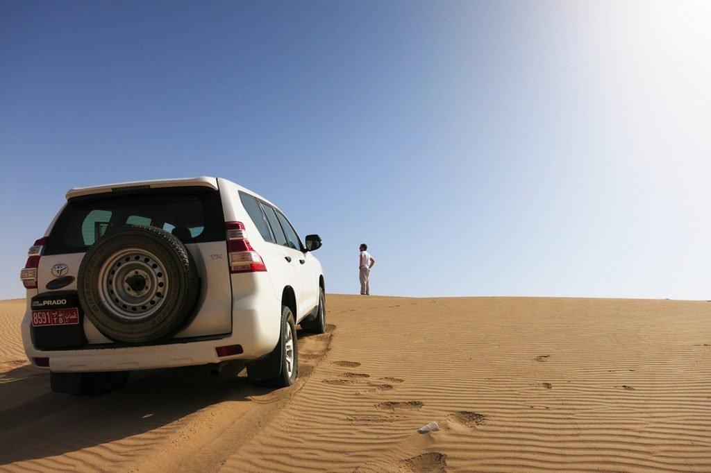 s terencem v puščavo, Oman, nasveti za najem avtomobila