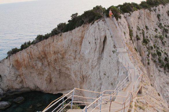 stopnice, ki vodijo na porto katsiki, plažo na lefkadi