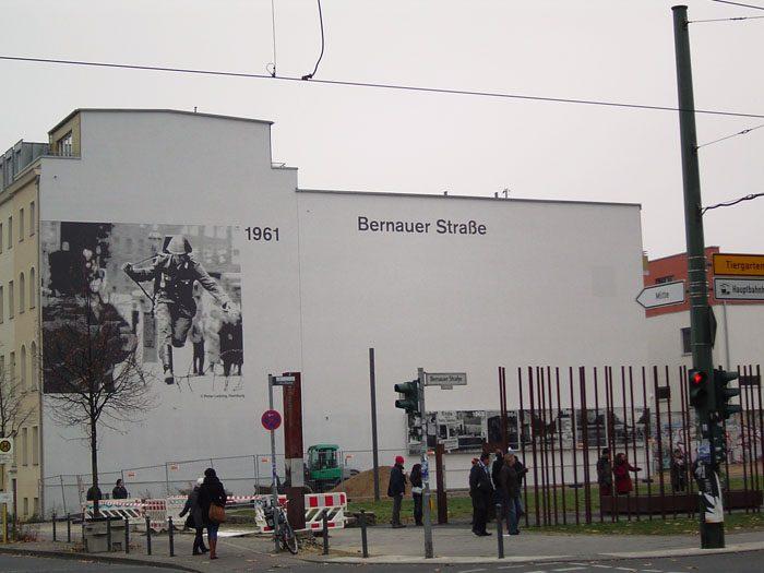 bernauer strasse, vojak ki beži in berlina