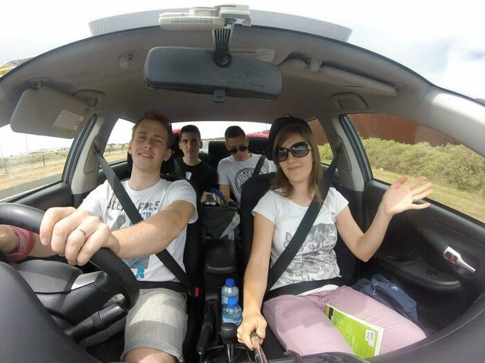 roadtrip, skupina mladih v avstraliji