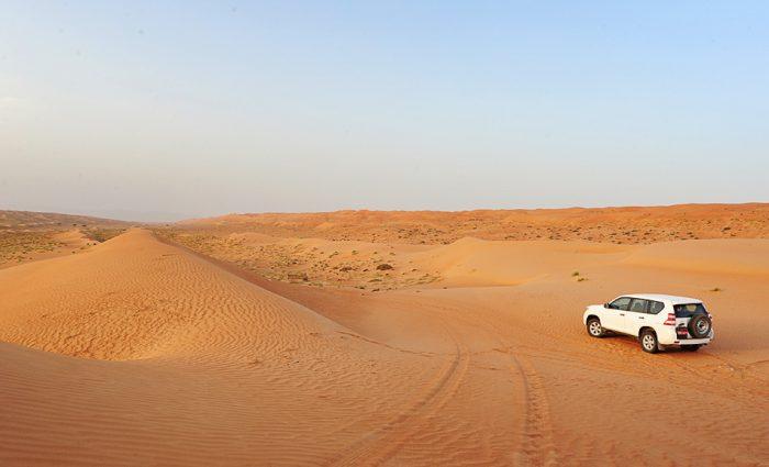 Toyota prado v puščavi wahiba