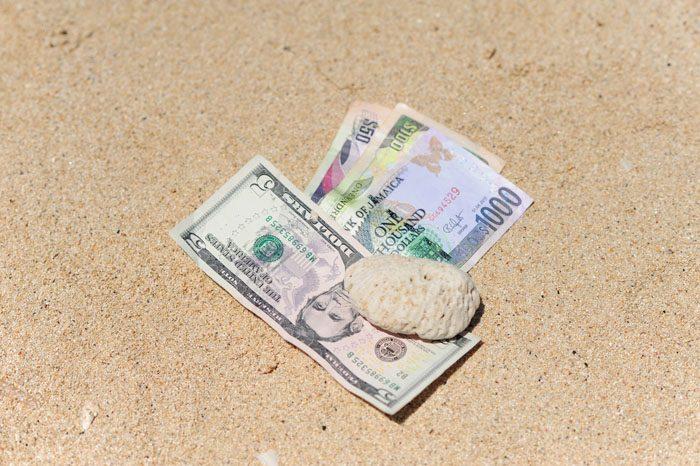 ameriški dolar in jamajški dolar bankovec