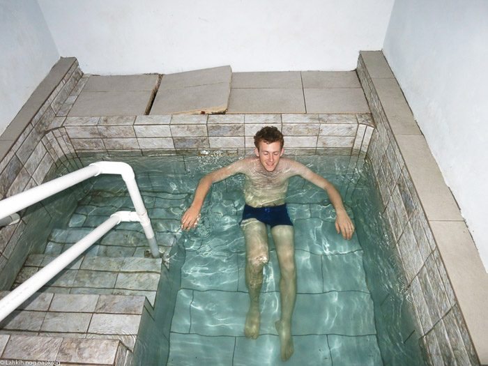 moški uživa v toplicah, jamajka