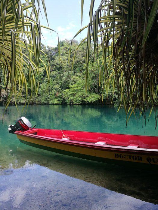 čoln v blue lagoon