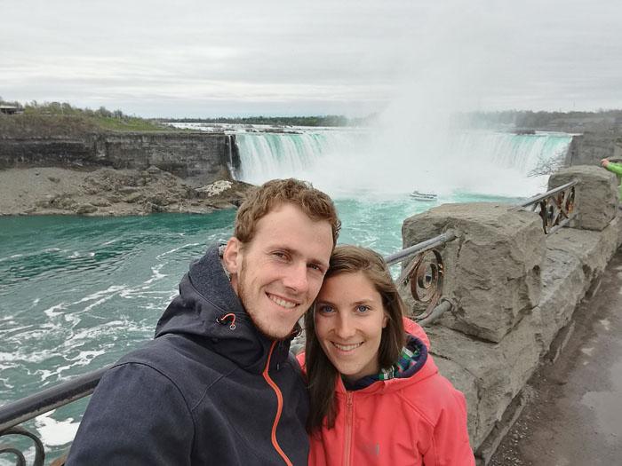Katarina in Rok pred Niagarskimi slapovi