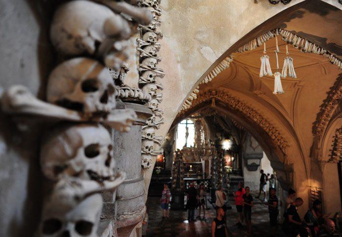 lobanje in kosti v kostnici sedlec, češka