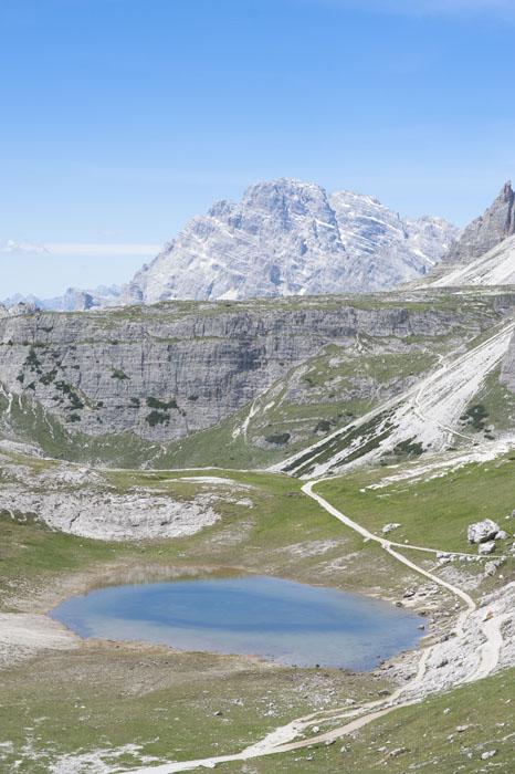 gorsko jezero in Tre Cime v ozadju. Dolomiti