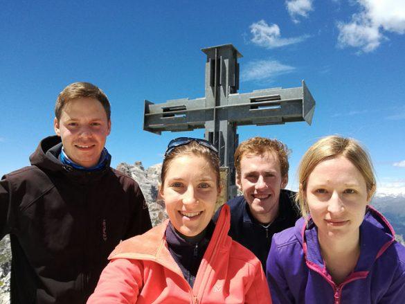 skupinska fotografija na vrhu Oberbachernspitze