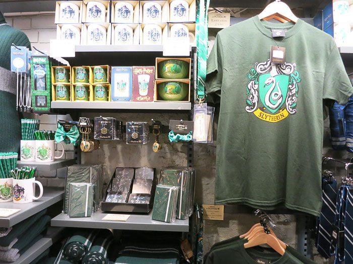 Majice, skodelice in druge stvari z znakom Slytherin