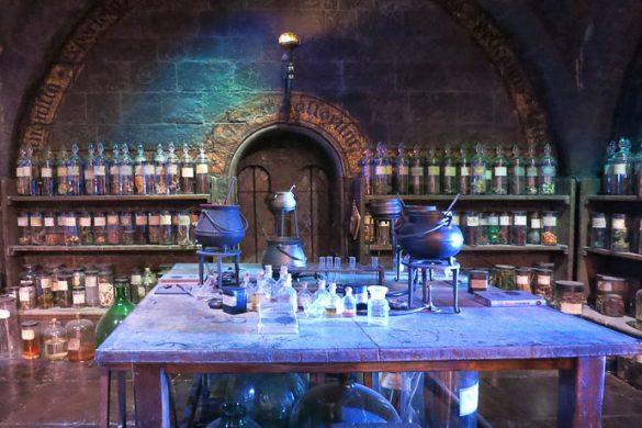 Učilnica čarovniških napojev na bradavičarki, warner bros studio London