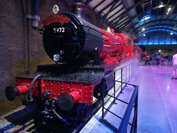 Hogwarts Express v Warner Bros studio