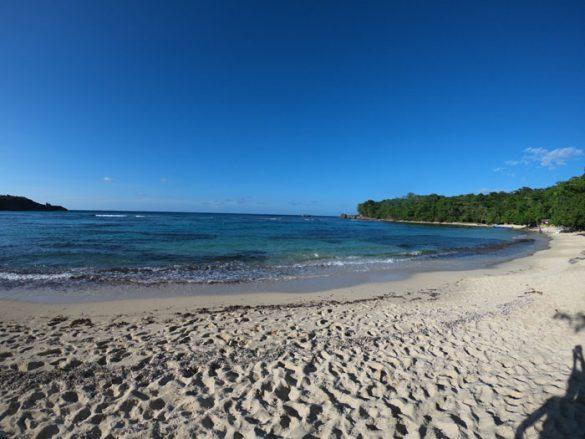 peščena plaža v zalivu