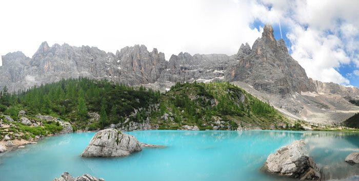 Jezero Lago di Sorapiss turkizno modro jezero v Dolomitih