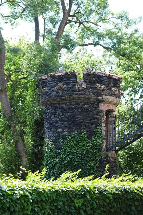 okrogel, kamnit stolp na gradu žleby