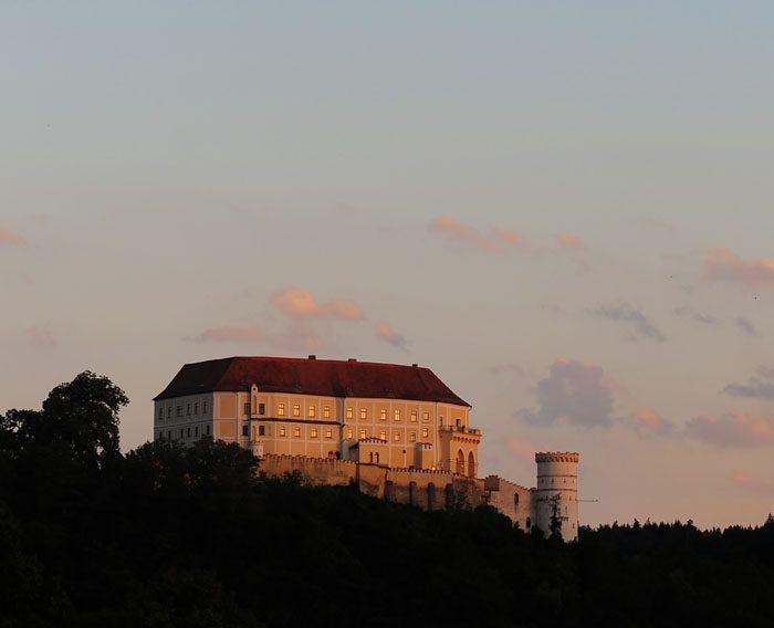 Grad Lednice v soju večerne svetlobe