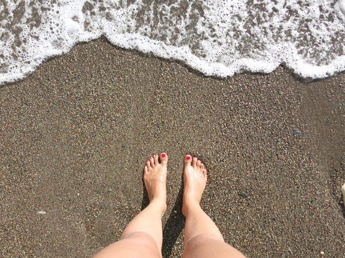 ženske noge na plaži, Ciper