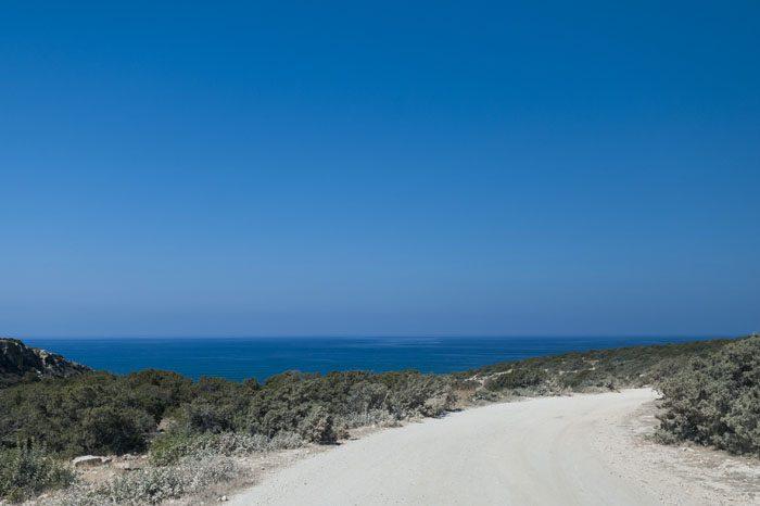 Makadamska off road cesta po polotoku Akamas z razgledom na morje