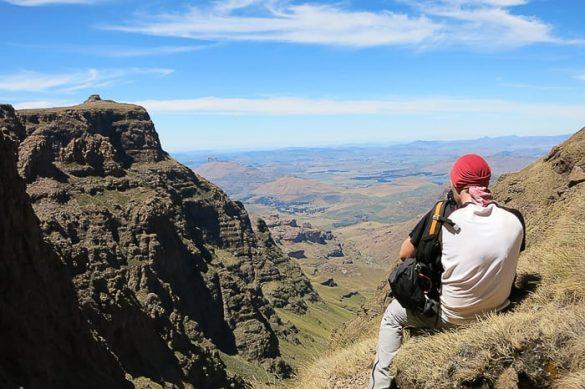 moški fotografira v Drakensbergu