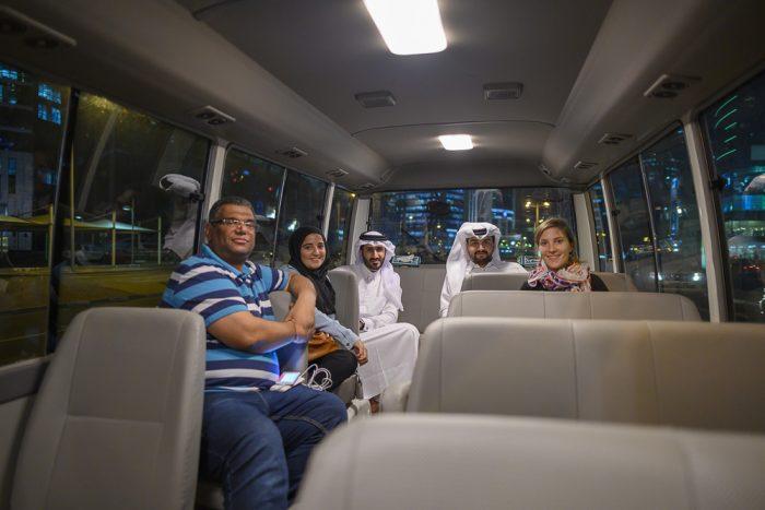 skupina mladih iz Katarja