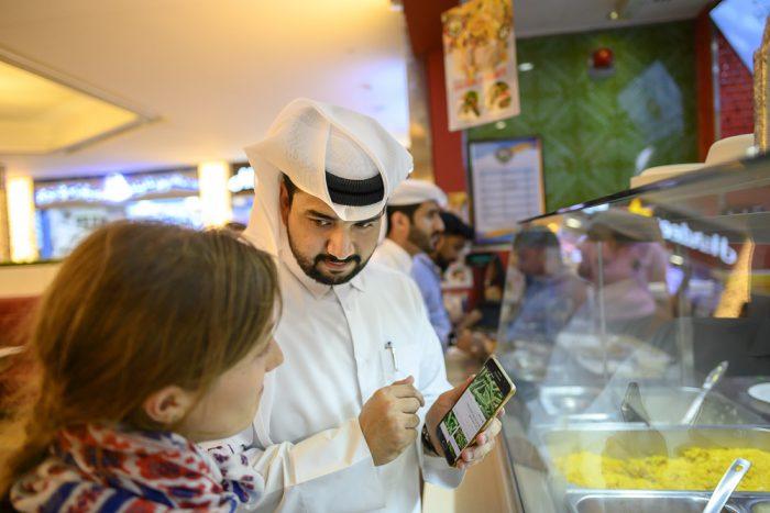 Arabec in zahodnjakinja v Dohi
