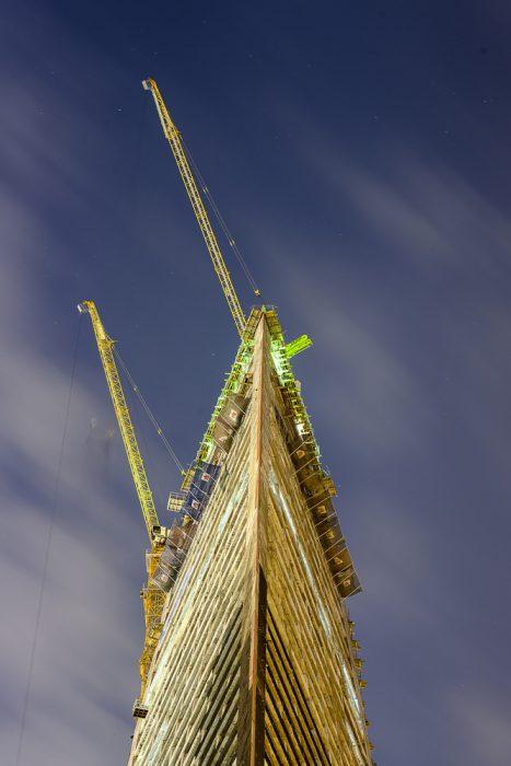 osvetljeno gradbišče v Dohi, Katar