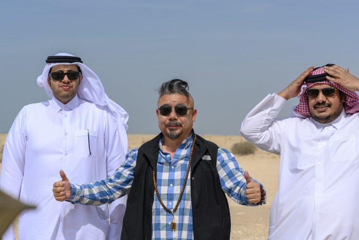 poziranje dva arabca in kitajec