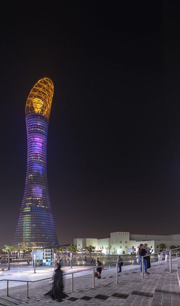 stolpnica Torch v Dohi ponoči