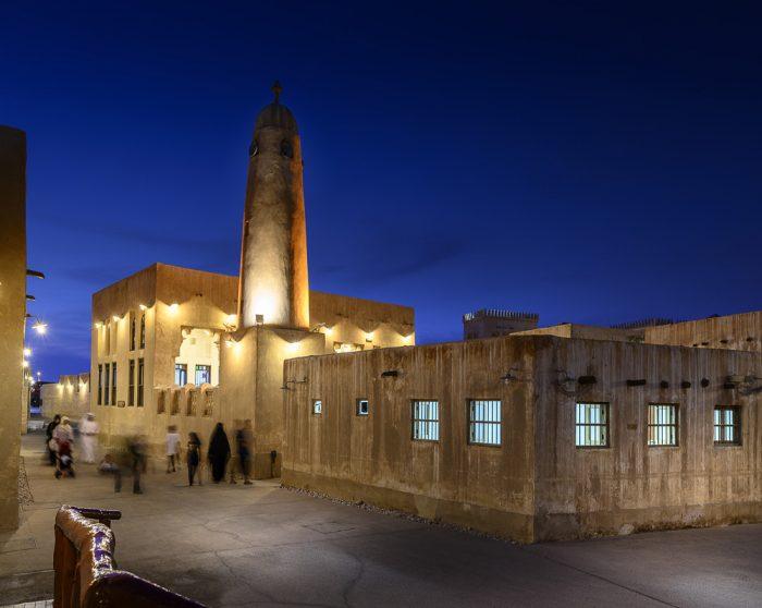 mošeja Al Wakhara v večerni svetlobi