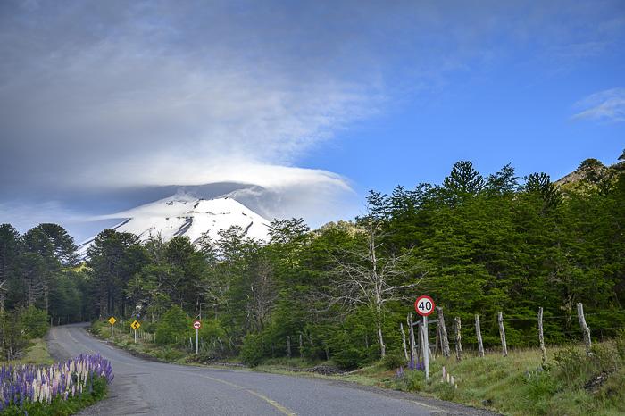 Cesta proti gori v oblakih