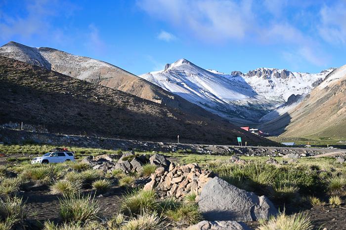terenski avto v dolini valle de los condores v andih