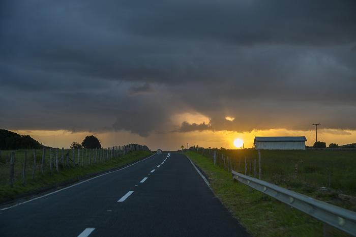 cesta in sončni zahod, otok Chiloe