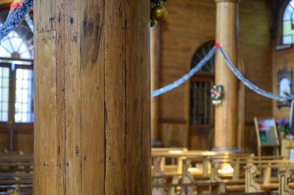cerkveni steber iz lesa